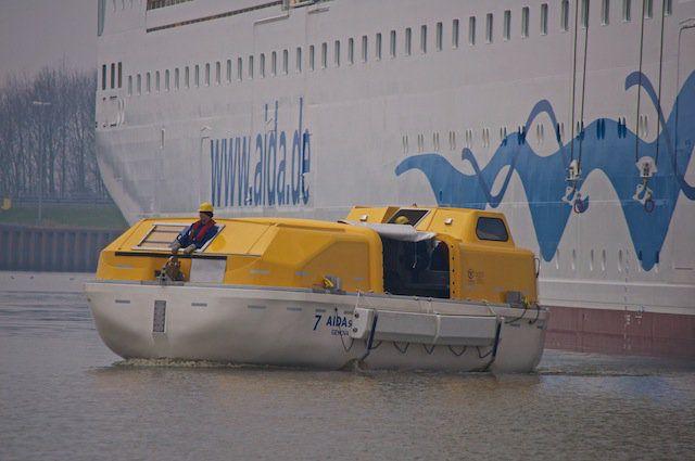 Video: So funktionieren AIDA Rettungsinseln