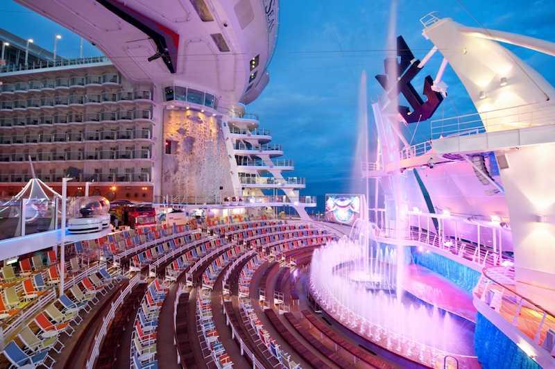 AquaTheater / © Royal Caribbean Cruise Line