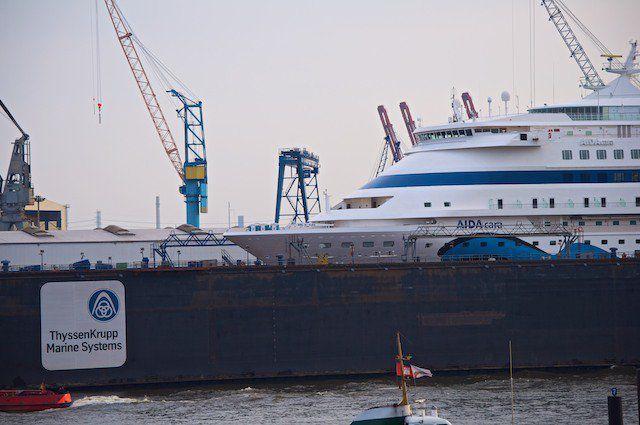 AIDAcara im Blohm & Voss Dock in Hamburg