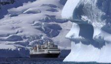 Silver Explorer wurde von Welle erwischt auf dem Weg in die Antarktis