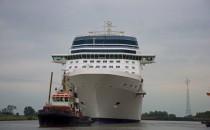 Celebrity Reflection wird am 12. August 2012 aus der Meyer Werft ausgedockt