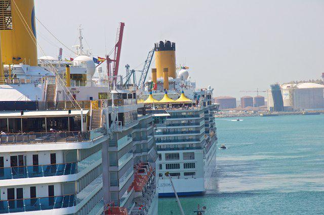 Costa Mediterranea und Costa Deliziosa im Hafen von Barcelona