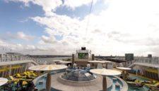 Video: Junger Mann springt von Deck 7 der AIDAstella ins Meer