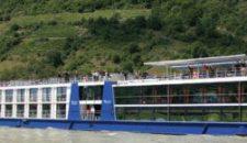 "Flusskreuzer ""Avalon Tranquility"" auf der Donau havariert – knapp 200 Personen an Bord"