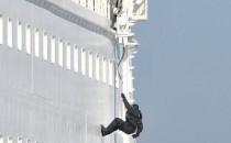 SEK entert AIDAcara im Kieler Hafen