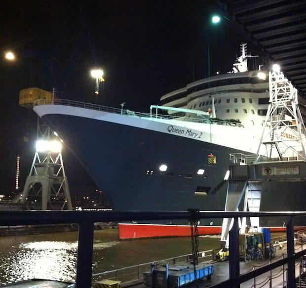 Queen Mary 2 - Trockendock Elbe 17 Blohm und Voss / © Cunard