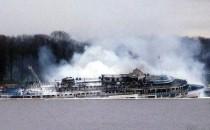 """Flusskreuzer """"Sergey Abramov"""" auf der Moskwa in Russland abgebrannt und gesunken (Video)"""