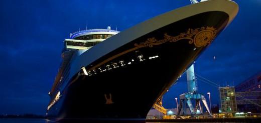 Disney Fantasy vor der Meyer Werft