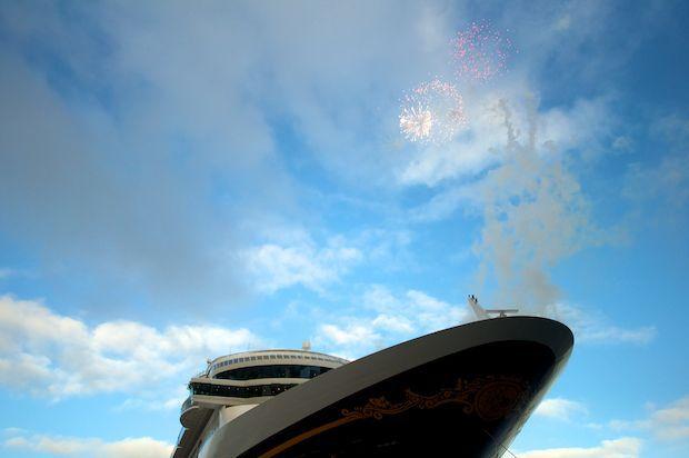 Disney Fantasy - Ausdocken 8. Januar - Meyer Werft