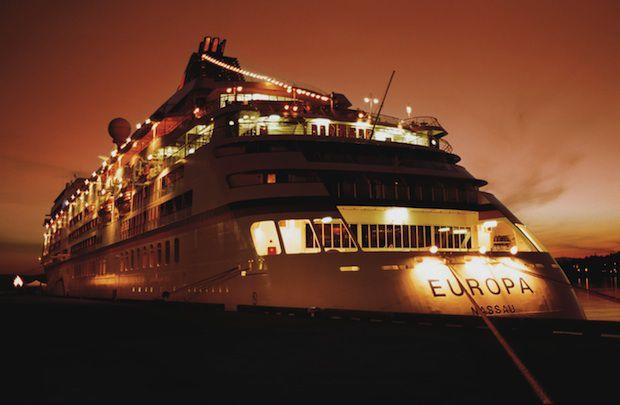 MS Europa bei Nacht / © Hapag-Lloyd Cruises