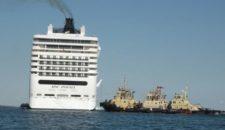 """MSC Poesia während """"Holy Ship""""-Cruise auf Riff aufgelaufen"""