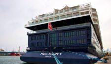Mein Schiff 1 rettet Crewmitglied: medizinische Ausschiffung in Arrecife