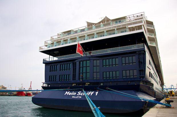 Mein Schiff 1 im Hafen von Las Palmas