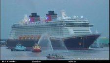 Disney Fantasy ist im Heimathafen Port Canaveral angekommen – Empfang mit Feuerlöschbooten