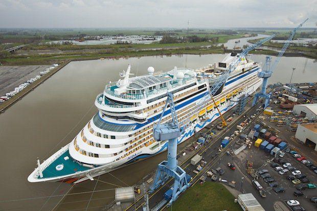 AIDAmar vor der Meyer Werft / © Meyer Werft