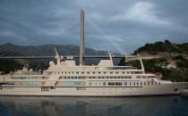 "Megayacht ""AL SAID"" mit ""FULK AL SALAMAH"" dem Versorgungsschiff"