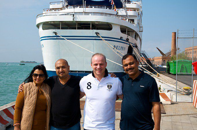Pradeep Agrawal mit Frau, Andreas Hey und Yogesh Gupta