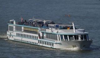 """Flusskreuzfahrtschiff """"Rhein Prinzessin"""" von Phoenix ist auf Grund gelaufen"""