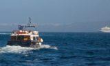 Tendern in Santorin mit Ausflugsdampfer - im Hintergrund ist Louis Crystal