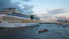 21 Barkassen trieben im Hamburger Hafen ohne Kapitän