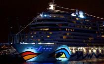Bilder und Videos: Riesige Taufe von AIDAmar im Hamburger Hafen