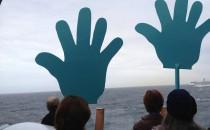 Bilder: MS Artania & P&O Aurora treffen sich auf hoher See