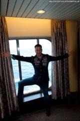 Michael Wendler mit Fans an Bord von MS Artania 9