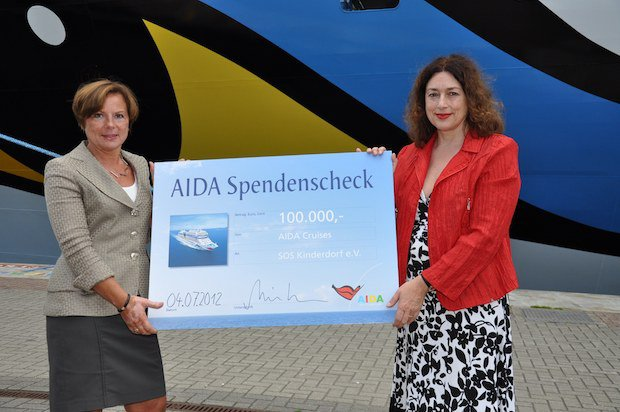 AIDA Spendenscheck / © AIDA Cruises