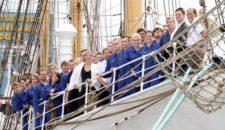 Studenten von AIDA Cruises starten mit Segelschulschiff