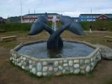 Brunnen mit Walflossen aus Speckstein