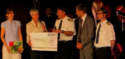 MS Astor - Spendenscheck für SOS Kinderörfer Bremen