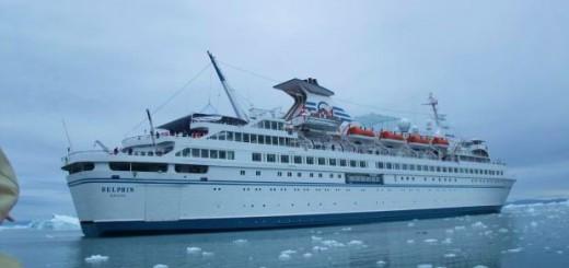 MS Delphin im EIsfjord vor Ilulissat (1)