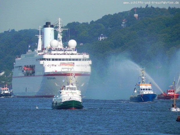 MS Deutschland mit Olypioniken in Hamburg 3