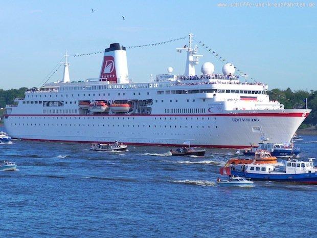 MS Deutschland mit Olypioniken in Hamburg