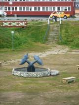 Walfischzahntor und Brunnen in Paamiut
