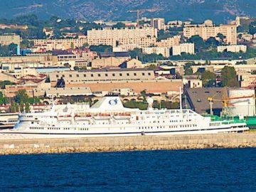 MS Athena liegt festgesetzt im Oktober 2012 in Marseille