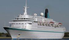 MS Albatros verlässt das Dock von Blohm und Voss