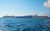 MS Artania auf Reede vor Santorini (Bildergalerie)
