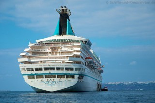MS Artania vor Santorini im November 2012 13