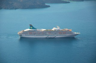 MS Artania vor Santorini im November 2012 3