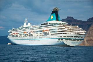 MS Artania vor Santorini im November 2012 9