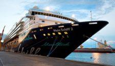 Mein Schiff 2 zieht wieder ohne Beleuchtung durch den Golf von Aden
