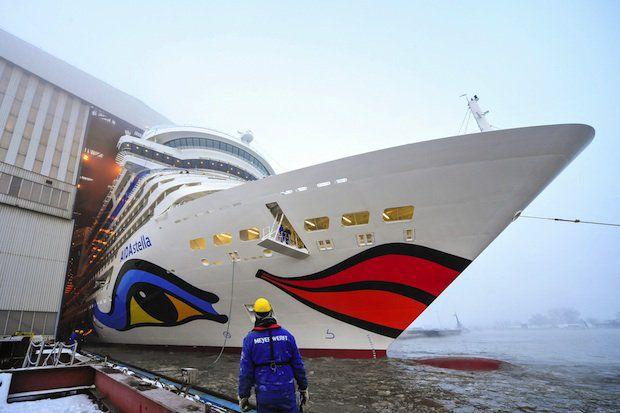AIDAstella kommt aus dem Baudock / © Meyer Werft