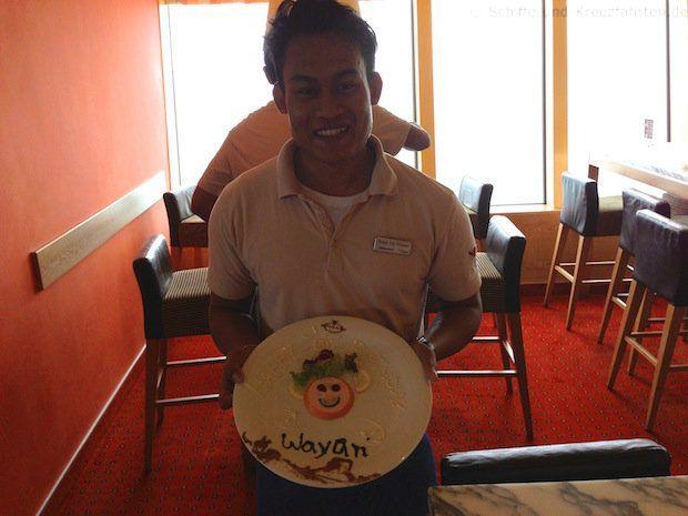 Wayan mit seinem Geburtstagsteller