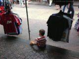 Leon in einem Shop in China Town