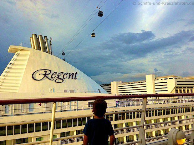 Seven Seas Voyager in Singapur