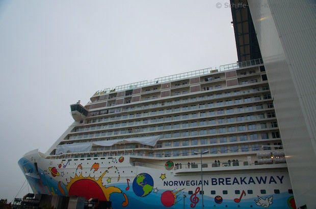 Bremerhaven: Norwegian Breakaway kommt zur Endausrüstung an die Columbuskaje