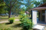 Sanitaer-Raeume in der Parkanlage - Muara Beach