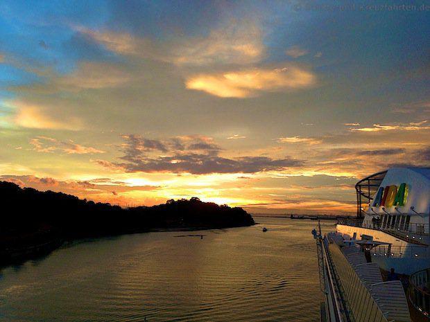Sonnenuntergang in Singapur - AIDAdiva