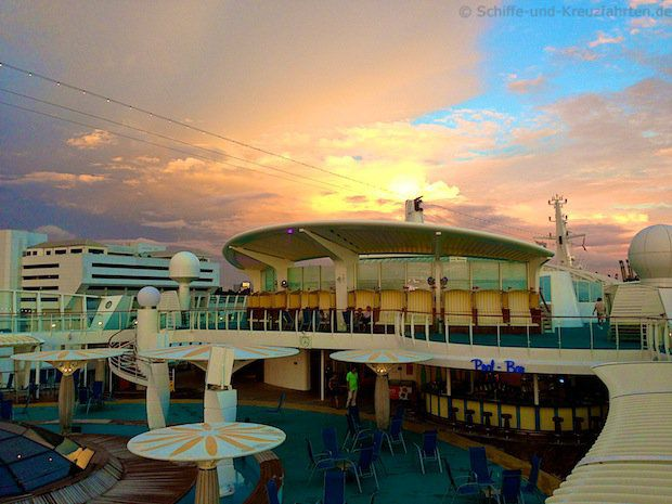 Sonnenuntergang in Singapur - Pooldeck AIDAdiva